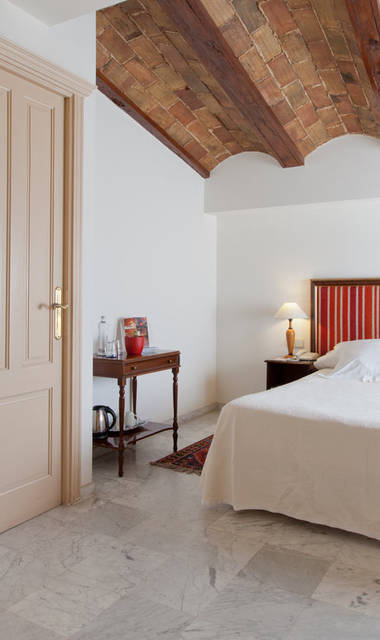 Hotel Ad Hoc Momumental